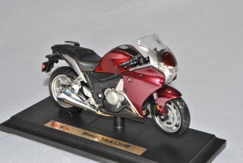 Maisto Hon-da VFR 1200F Burgund Rot Mit Sockel 1/18 Modell Motorrad mit individiuellem Wunschkennzeichen