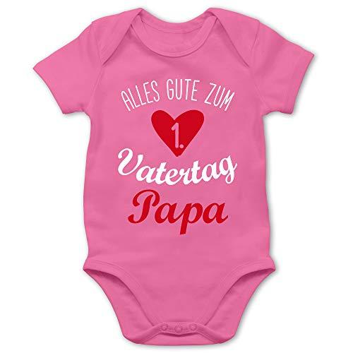 Shirtracer Vatertagsgeschenk Tochter & Sohn Baby - Alles Gute zum ersten Vatertag V1-3/6 Monate - Pink - Baby Body Vatertag - BZ10 - Baby Body Kurzarm für Jungen und Mädchen