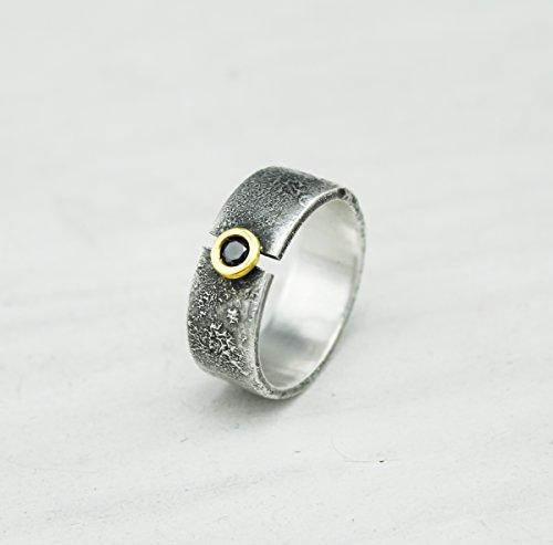 Anillo con diamante negro, anillo de plata y oro de 18kt con diamante negro, plata texturizada, diamante negro, anillo plata y oro.