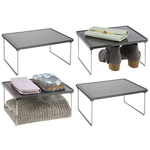 mDesign Juego de 4 estantes adicionales para ropa – Balda auxiliar de metal y plástico para sumar espacio de almacenaje en armarios – También útil como organizador de armarios de cocina – gris pizarra