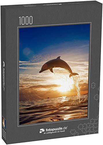 fotopuzzle.de Puzzle 1000 Teile schöner Delfin springt springend von der strahlenden Sonnenuntergang-Meereswasseroberfläche (1000, 200 oder 2000 Teile)
