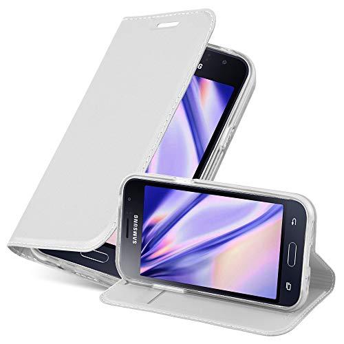 Cadorabo Hülle für Samsung Galaxy J1 2016 in Classy Silber - Handyhülle mit Magnetverschluss, Standfunktion & Kartenfach - Hülle Cover Schutzhülle Etui Tasche Book Klapp Style
