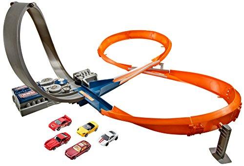 Hot Wheels X2586 Rennstrecke mit 8er-Kurve, motorisiertes Trackset für Spielzeugautos inkl. 5 Spielzeugautos, ab 6 Jahren