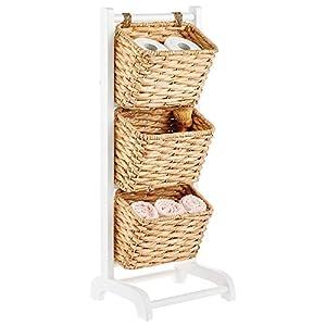 mDesign Mueble auxiliar con cestos – Estantería decorativa de pie con 3 cestas colgantes incluidas – Estantería de madera y jacinto de agua para cocina, baño, etc. – blanco/natural
