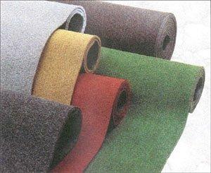 Zerbino/tappeto nero melange. Zerbino cocco sintetico su misura spessore 13 mm.Antiscivolo.Corsia autoposante per ingressi, negozi condomini, uffici...Colore :nero melange; Multipli di 10 cm per 1 mt di altezza.Esempio per una misura di 100 x 50 cm inserire 5 nella quantita'. Per una misura di 100 x 70 cm inserire 7 nella quantita'. Per una misura di 100 x 230 cm inserire 23 nella quantita' . Per misure particolari contattare il venditore