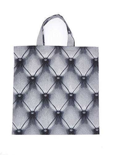 Shopping Bag Chesterfield. Shopping bag con elegante fantasia a rombi dal tipico effetto Chesterfield. Tessuto 100% cotone. Lavabile a macchina. Misura unica 38x42 cm. Made in Italy.