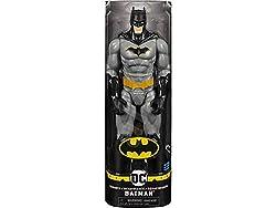 Personaggio Batman in scala 30 centimetri, con 11 punti di articolazione e mantello in stoffa E' possibile articolare il personaggio in diverse pose e movimenti Personaggi con dettagli e decorazioni originali E' possibile ricevere Batman in diverse c...