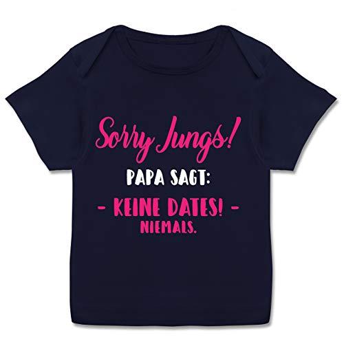 Vatertagsgeschenk Tochter & Sohn Baby - Sorry Jungs! Papa SAGT: Keine Dates! - Fuchsia/weiß - 68-74 - Navy Blau - Geschenk - E110B - Kurzarm Baby-Shirt für Jungen und Mädchen in verschiedenen