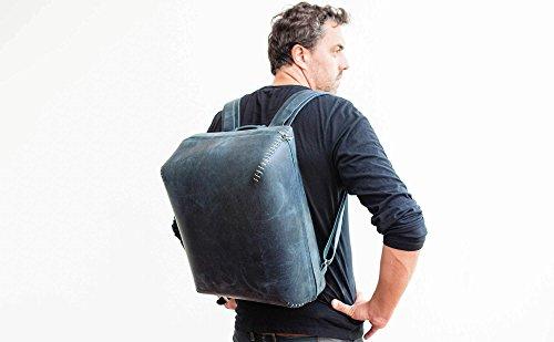 echtes Leder, echte Handnaht: hochwertiger blauer Männer-Rucksack BOKKA für DIN A3, DIN A4, Laptop 15,4´´ Zoll & all die Kleinteile