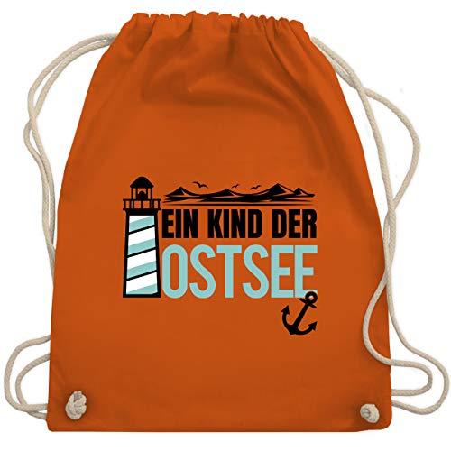Shirtracer Statement - Ein Kind der Ostsee blau/schwarz - Unisize - Orange - Leuchtturm - WM110 - Turnbeutel und Stoffbeutel aus Baumwolle