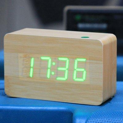 Wekker met rood nummer USB/batterij van hout met stembediening (alternatief voor weergave van tijd, maand en datum en temperatuur), voor thuis.
