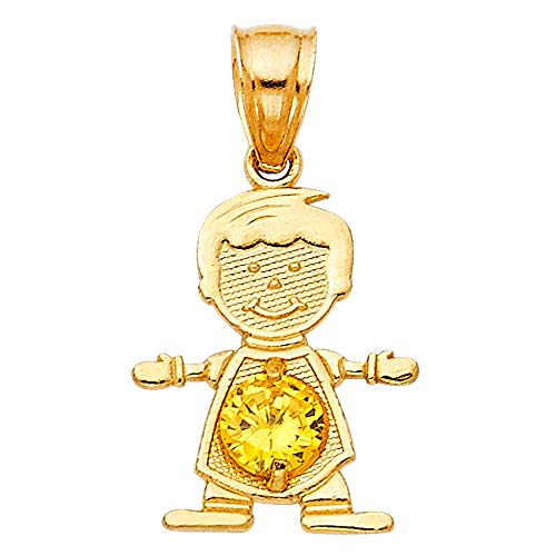 "Colgante de oro amarillo de 14 quilates con texto en inglés""Boy Noviembre"", 12 x 17 mm"
