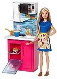 Barbie Mobilier Coffret Cuisine avec poupée en robe, micro-ondes, four, évier et accessoires de cuisine, jouet pour enfant, DVX54