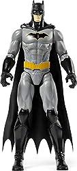Personaggio di Batman in scala 30 centimetri, con 11 punti di articolazione E' possibile articolare il personaggio in diverse pose e movimenti Batman con dettagli e decorazioni originali e mantello in stoffa, variante grigio/nero Include 1 Personaggi...