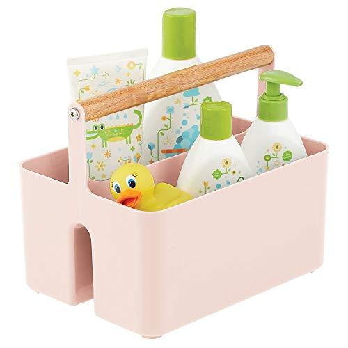 mDesign Cesta con asa para el cuarto del bebé – Caja organizadora de plástico sin BPA con asa de madera para biberones, pañales y más – Organizador de juguetes portátil con 2 apartados – rosa claro