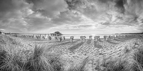 Voss Fine Art Photography Leinwandbild 180 x 90cm. Timmendorfer Strand mit Teehaus und Strandkoerben im Sonnenaufgang. Schwarz-weiß Bild. Panorama Foto als Leinwand Wandbild.