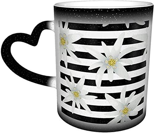 Tazas de café a rayas de patrones sin fisuras con flores de Edelweiss Taza que cambia de color sensible al calor en el cielo Taza de cerámica Regalos personalizados para amantes de