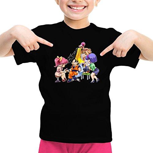 Okiwoki T-Shirt Enfant Fille Noir Dragon Ball Z - DBZ parodique Sangoku Se transformant en Super Guerrier : Séance de Maquillage ! (Parodie Dragon Ball Z - DBZ)