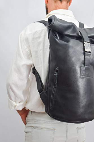 Mochila de cuero enrrollable de hombre negra para viajar comodo