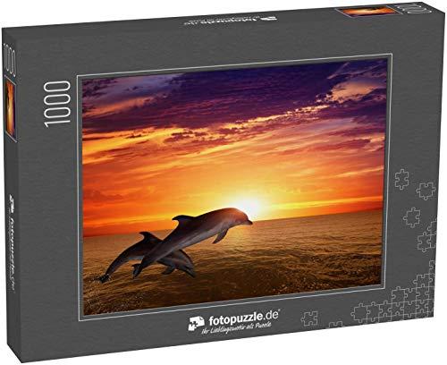 fotopuzzle.de Puzzle 1000 Teile Hintergrund der Meereslebewesen - springende Delfine, schöner roter Sonnenuntergang auf See (1000, 200 oder 2000 Teile)