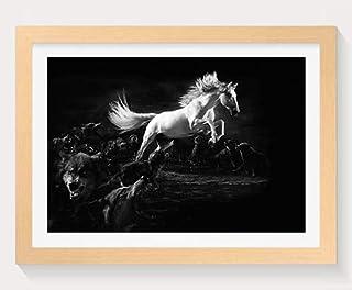 オオカミ に攻撃された馬-動物 -#14639 - 木製フォトフレーム 写真フレーム 木製 の枠 装飾画 壁掛け 壁飾り 壁ポスター 木製タグ おしゃれ ウォールアート アートパネル 壁の絵 インテリア絵画 額縁 部屋飾り 贈り物 プレゼント 黒と白 横 35×50cm