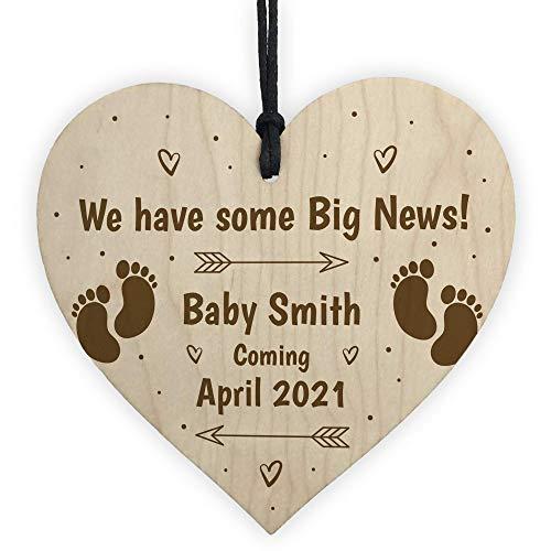 CiCiDi Letrero de anuncios para bebé, diseño de corazón de madera, personalizable con texto en inglés 'New Baby Mummy Daddy To Be', 10,16 x 10,16 cm