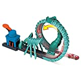 Hot Wheels Toxic Scorpion Attack Play Set for Kids 4 to 8 Years Old with One 1:64 Hot Wheels Car, Nemesis Has Moving Claws Challenge & The Loop Tail Can Unroll Into A Straight Track