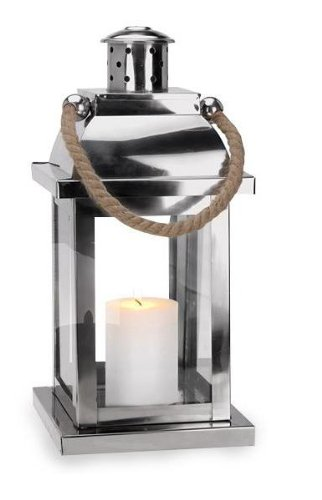 Zilverkleurige lantaarn met gevlochten touw.
