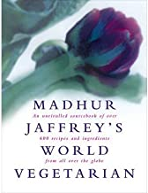 Madhur Jaffrey's World Vegetarian: An Unrivalled Sourcebook of Over 600 Recipes and Ingredients from All Over the Globe (Hardback) - Common