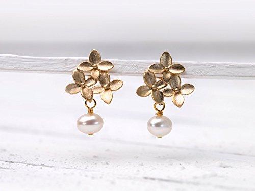 Romantische Perlen-Ohrringe, Perlen-Schmuck, matt-vergoldete Blüten-Ohr-Stecker m. Süßwasser-Perle, Geschenk für Sie, Sommer, Hochzeit, Braut