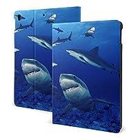 サメの泳ぐブルーオーシャン Ipad ケース カバー おしゃれ タブレットケース Puレザー 人格 模様 擦り傷防止 耐衝撃 オートスリープ スタンド機能付き 三つ折タイプ