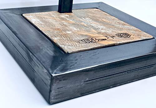 Estructura de tabla de surf de madera envejecida y hierro forjado.