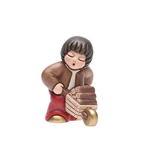 THUN - Statuina Presepe Bimbo con Carriola di Legna - Decorazioni Natale Casa - Linea Presepe Classico, Variante Rossa - Ceramica - 6,5 h cm