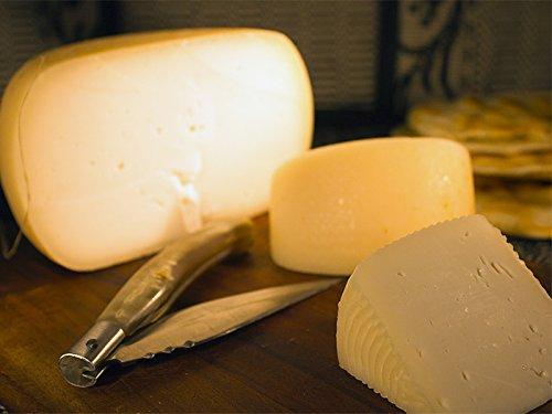 2 kg - Formaggio di capra sardo prodotto da Monte Accas nel sud Sardegna. Carlo Flore è un artista dei formaggi tipici sardi. Caprino sardo, stagionatura minimo 30 giorni