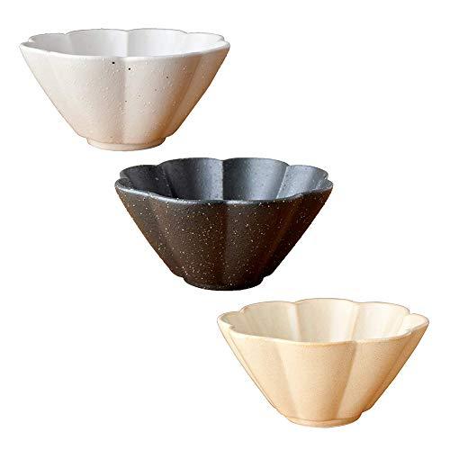 セットで使うと食卓が華やかになる小鉢です。深さがあるので煮物でもヨーグルトでも、和洋のお料理を盛ることができます。外寸サイズ、口径13cm、高さ6.5cm。食洗器OK。オーブン不可。美濃焼。
