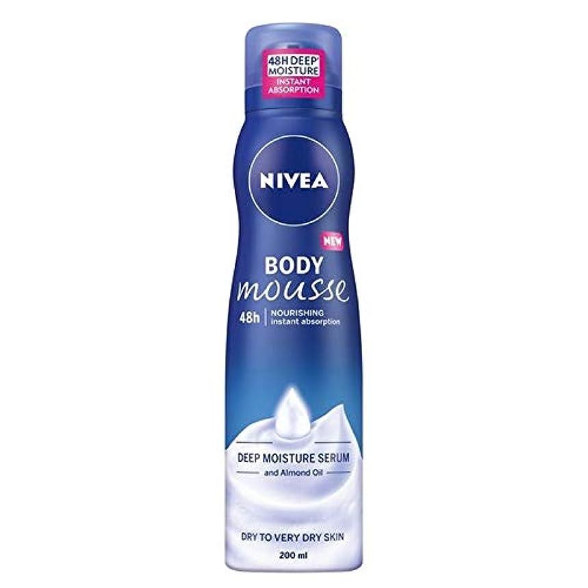 フラグラント絡まるちらつき[Nivea ] ニベアボディムース豊富な栄養アーモンドオイル200ミリリットル - NIVEA Body Mousse Rich Nourishing Almond Oil 200ml [並行輸入品]