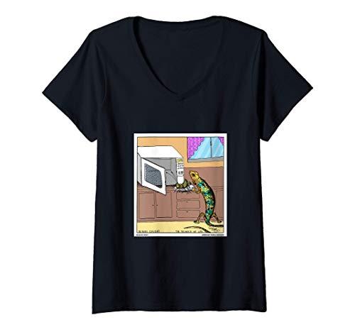 Mujer Lagarto usando el reptil divertido de microondas Camiseta Cuello V