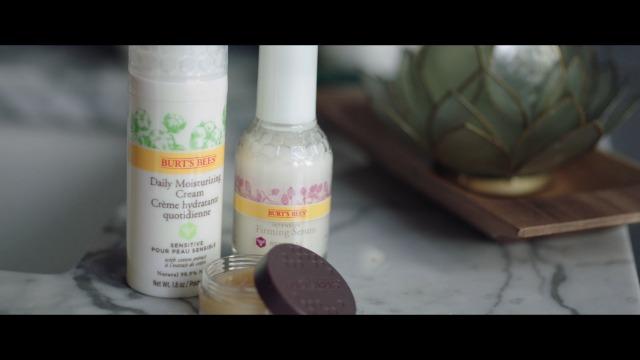 Burt's Bees Gift Set, 3 Hand Repair Moisturizing Products – Almond & Milk Cream, Lemon Butter Cuticle Cream, Shea Butter…