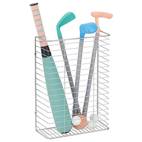 mDesign Organizador de pared – Cesta metálica para papel de envolver, lazos de regalo, etc. – Sistema de almacenaje de pared en alambre de metal para armarios o despensas – plateado