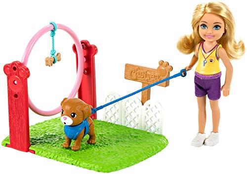 Barbie Chelsea Adiestradora canina Muñeca rubia con accesorios y perrito de juguete, para niñas y niños +3 años (Mattel GTN62)