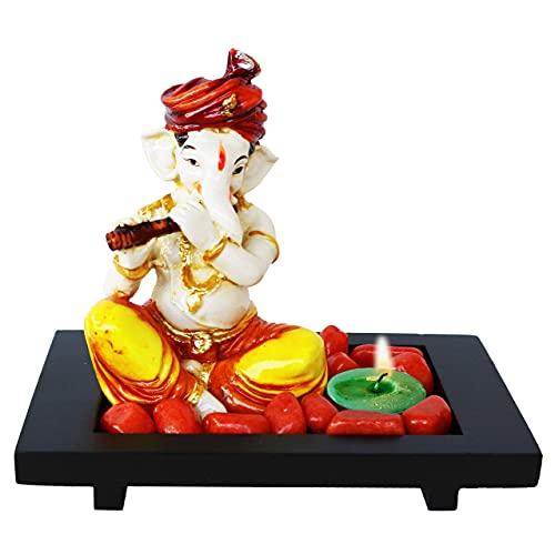 Indian Decor & Attire Con Bansri sentado jugando al ídolo de Ganesha con bandeja de madera, piedra naranja y diya verde para decoración de lujo del hogar y exhibiciones de oficina, figura