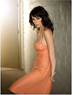 Jennifer Love Hewitt 8 x 10 Photo Ghost Whisperer Criminal Minds I Know What you Did Last Summer Peach Dress Leaning Against Wall Pose 1 kn