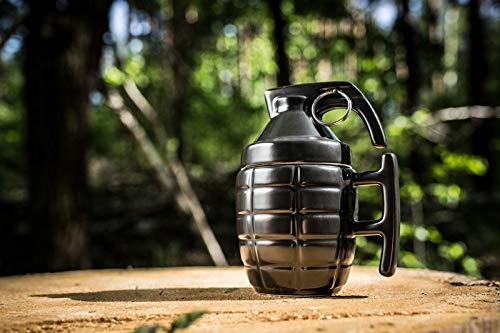 KOSxBO® Scherzartikel Tasse Handgranate, aus Keramik mit Deckel und Metalring - Geschenk für Männer (schwarz)