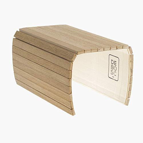 Bandeja adaptable al brazo del sofá, sillón o butaca, proporciona espacio útil para dejar la copa, taza o vaso. Mesa auxiliar de roble