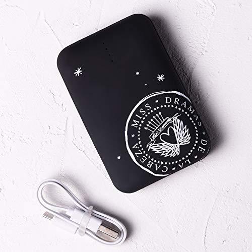 Lucía Be Powerbank de 10.000 mAh de Color Negro con diseño Miss Dramones y Acabado Rubber Touch; Capacidad de 3 a 5 Cargas y 2 Puertos USB