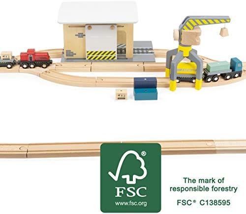 Small Foot 11377 Güterbahnhof aus Holz, mit LKW, Lok, Schiebetor, 360 Grad drehbarem Kran und Schienen, ab 3 Jahren Spielzeug, Mehrfarbig