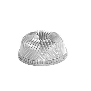 Nordic Ware 53624 Pro Cast Bavaria Bundt Pan