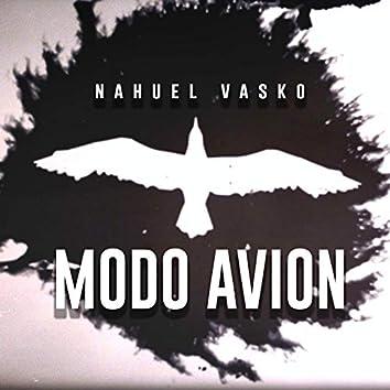 Modo Avión (feat. Julie Winter)