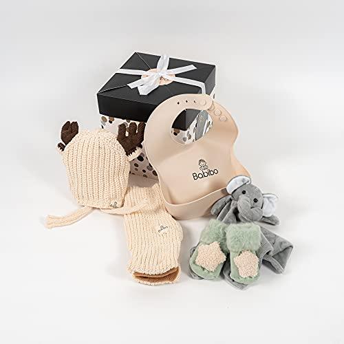Babibo - Geschenk zur Geburt Jungen - 5 in 1 Geschenkset - Mutterschaftspaket - Babygeschenke - Babysocken - Kuscheltuch - Babymütze - Babyschal - Babylätzchen - Fünfteiliges Geschenk