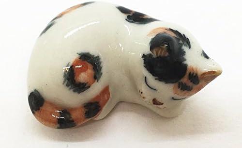 Ceramic cat figurines _image0